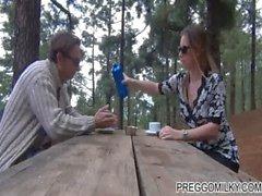 Laktation im Walde mit meinem Mann