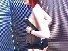 Con clase de Redhead que nena goth en la ropa interior negro muy sexy