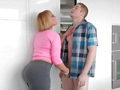 PAWG Girlfriend's Mom Handjob