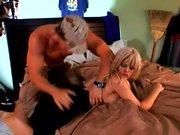 Superbe salope blonde plantureuse obtient exactement ce qu'elle demandait