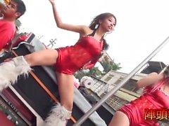 public cameltoe dance