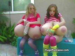 Zwei geilen Süßigkeiten liebenden Babes mit enorme part1