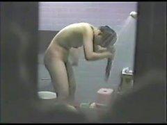 agujero JP Peeping en baño de niñas - 2 de 3