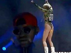Miley Cyrus nackt und verrückt wie immer