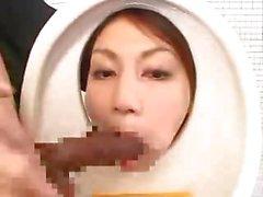 Chica asiática Baño