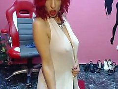 Attraktiva latinsk Rött hår mogen Teases i Web -Cam