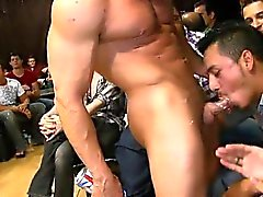Guy das Saugen Stripper at party