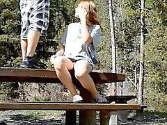 Heiße Amateur Sex auf den Parks Picknicktisch