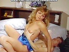 Выплеска спермы на милой блондинки лицу