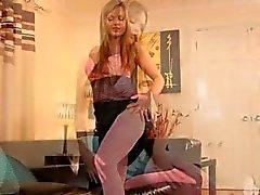 Rosa Strumpfhosen und sehr glamourösen Titten