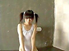 Minami Asaka bölgesinin - Japorno sevimli genç bukkane sırayla tecavüz etme