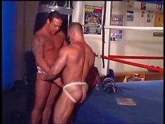 plus ferme aident Wrestlers