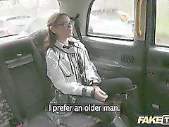 Adolescente da Lucie enconada por driver de pervertido tarado por