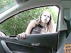 Russisch jugendlich mit riesigen Titten in Auto von einer massiven Schwanz gefickt