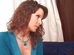 Mom sexy séduit son beau-fils bien accroché