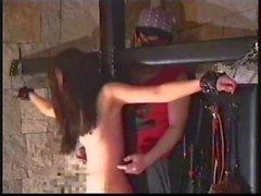 Kitzeln , wie sollte es sein : nett slavegirl pausenlos den auf ihre letzten Grenzwerte gekitzelt