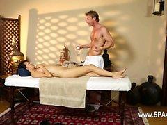 Для бедных женщин крепко ударил в специальных массажистом