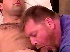 Домашний действительность Джок становится BJ из гей медведю