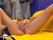 Güzel Sarışın Claudia Casting onu Pussy sikikleri - Alman Goo Kızlar