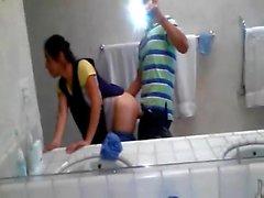 * Enfermeira indiana rápida fodido por guarda na casa de banho, escondido de departamento