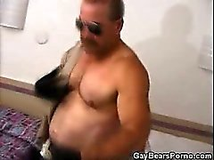 Musculados urso de alegres Masturbates Em uniforme