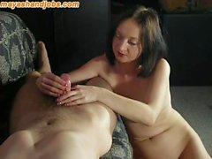 Frauen handjob nackte Freundin macht