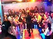 Slutty Küken bekommen total dumm und nackt bei Hardcore-Party
