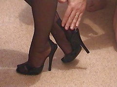 Girlfriends Feet in Mules och FF Nylons