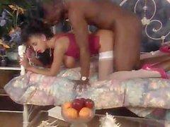 Классические Межрасовый секс Сара Янг