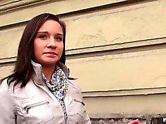 Von Myrna Freude blinkt ihre perfekt Titten in den öffentlichen