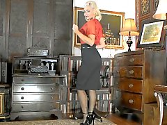 Hot Sekretärin im schwarzem ffrs Nylon