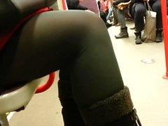 pantimedias cándida en el tranvía de 570