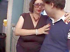 Granny Bertha grande succhia 2 Le giovani Guys