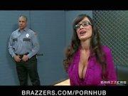 Big Tit rond Milf de Lisa Anne est de double pénétrer dans le hardcore gang bang