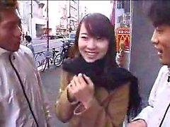 Borracho asiático lindo é pego fora e dá uma grea
