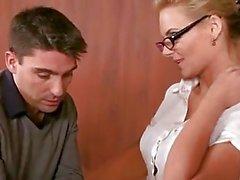 Ебем секретарю осел Phoenix Marie получает ее Shitter упакованных с роговым жесткий петух
