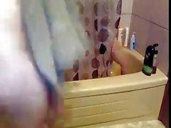 mi ha e di jen sotto la doccia