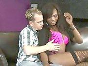 Black Videor Shemale Chanels Couture arslet jävla guy den bäddsoffa