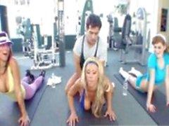 HOT Tanya James neukt haar trainer