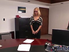Потрясающая секретарь Николь Энистон получает стучала
