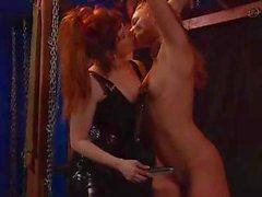 Mistress ligote sa nudité esclaves et les proteases et son torture