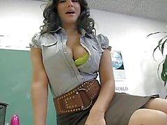 Klas esmer öğretmen onu büyük göğüsler kapalı gösterir