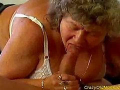 Una locura mamá antigua obtiene polla grande oral y la coño profundas