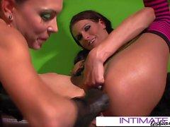 Lésbicas íntimas - Jessica Jaymes e Mar J Raw brinquedos anais
