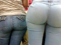 Morena de culona Jeans en el Orinokia Mall