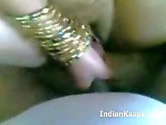 Reizvolle Indian BigbBoobs Married Aunty Enjoying Durch Männe im Schlafzimmer