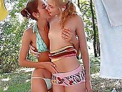 Babes Links riceve di smascherare e il toccando lembi dentellare