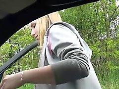Сексуальное Беатрикс цеплять автомобиля получает выебанная