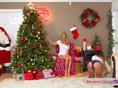Грудастая мачеха, замученная Санта-Клаусом