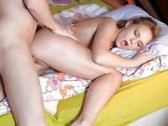 Strakke Natasha Von uitgebeend en creampied